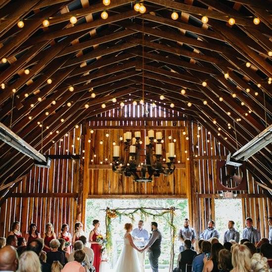 quirky rustic barn wedding | weddinggawker